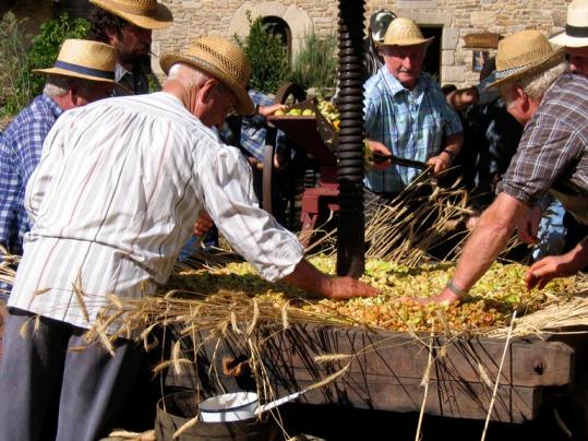 Pressage à l'Ancienne - Fête de la Pomme à Conches